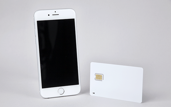 SIMカードと端末、SIMピンを用意する